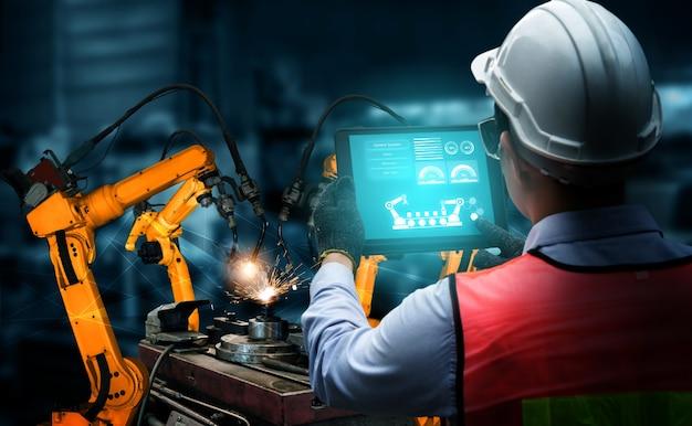 Slimme industriële robotarmen voor digitale fabrieksproductietechnologie Premium Foto