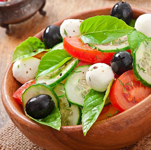 Sluit de verse groente griekse salade, omhoog Gratis Foto