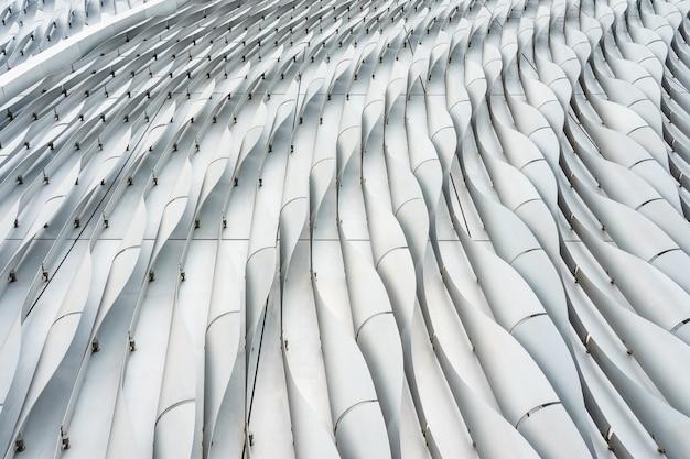 Sluit omhoog lijnen van een modern bureaugebouw in zwart-wit Premium Foto