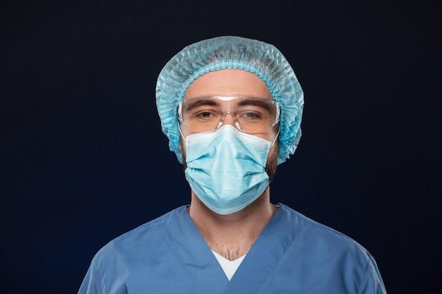 Sluit omhoog portret van een mannelijke chirurg Gratis Foto
