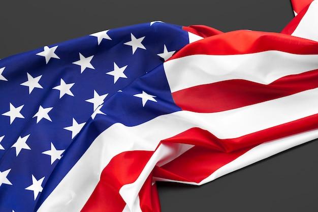 Sluit omhoog van amerikaanse vlag de vs op vlakte Premium Foto