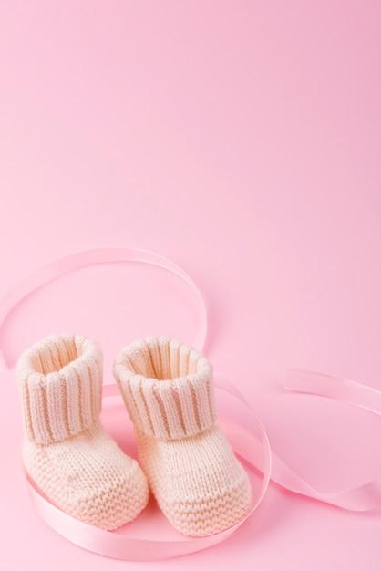 Sluit omhoog van gebreide babysokken Gratis Foto