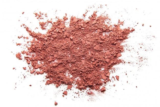 Sluit omhoog van gezichtspoeder verpletterde roze oogschaduw als geïsoleerde steekproef van schoonheidsmiddelenproduct Premium Foto