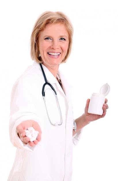 Sluit omhoog van hand van een arts met pillen Gratis Foto