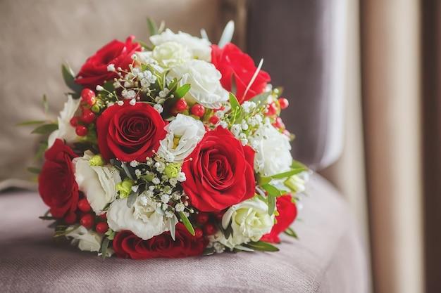 Sluit omhoog van mooi huwelijksboeket, gestemde wijnoogst Premium Foto