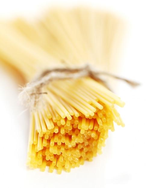 Sluit omhoog van ongekookte spaghetti Gratis Foto
