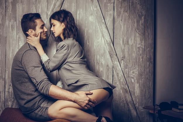 Sluit omhoog van sensueel en leuk paar Premium Foto