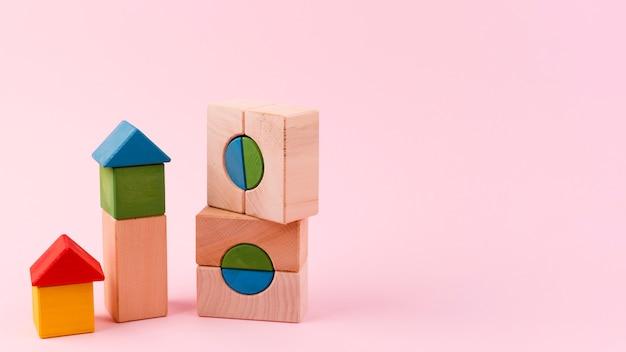 Sluit omhoog van stuk speelgoed blokken Premium Foto