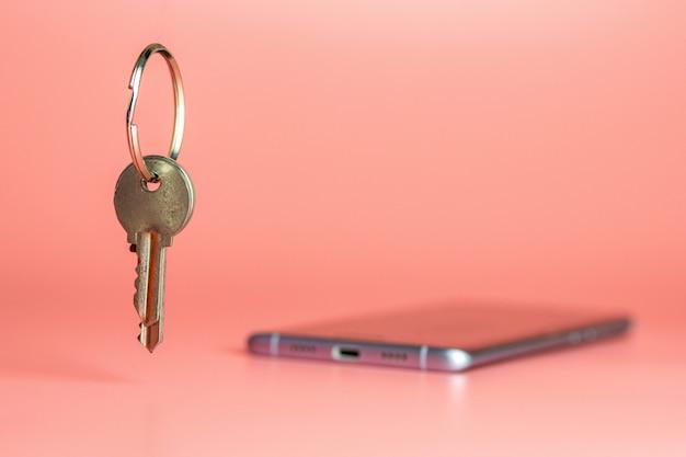 Smart phone security concept, bescherming van mobiel gegevensnetwerk Premium Foto