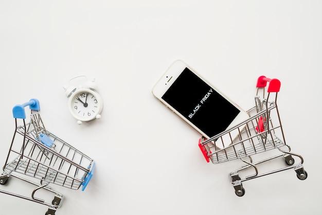 Smartphone met black friday-inscriptie Gratis Foto
