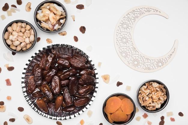 Snacks voor ramadan day celebration Premium Foto