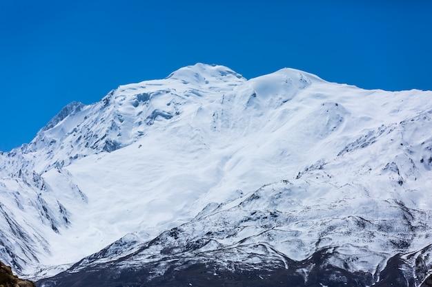 Sneeuwbergpiek in pakistan Premium Foto
