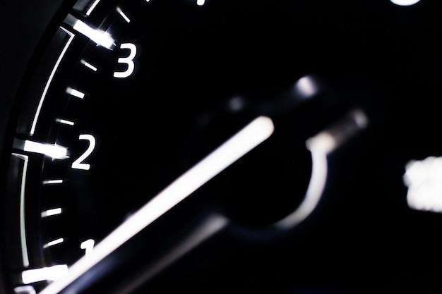 Snelheidsmeter close-up auto Premium Foto