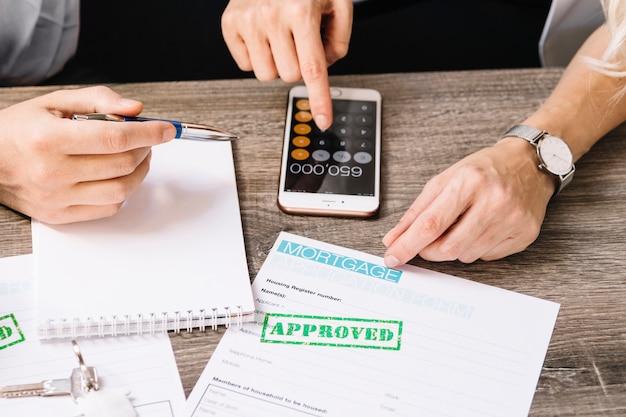 Snijmachine bij een klant die een lening aanvraagt Gratis Foto