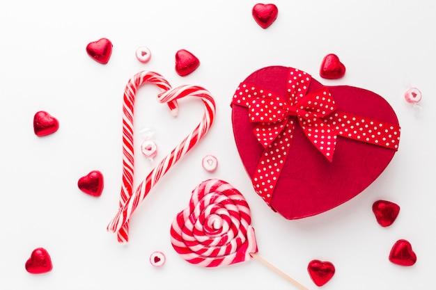 Snoepgoedlolly en een hartvormige doos Gratis Foto