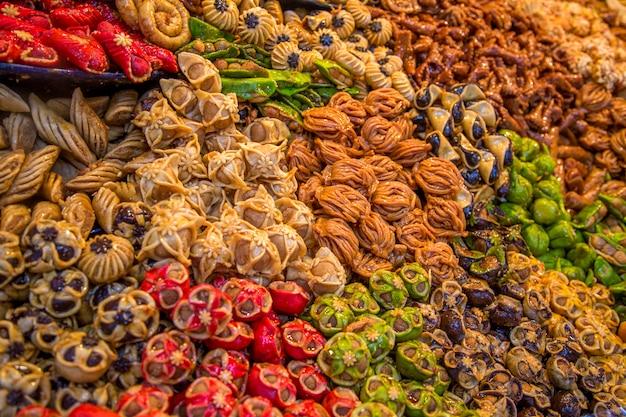 Snoepjes op de marokkaanse markt Premium Foto