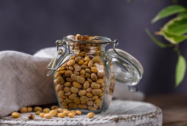 Sojaboon in glazen pot Premium Foto