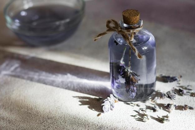 Spa-compositie voor een gezonde levensstijl met lavendelolie Premium Foto