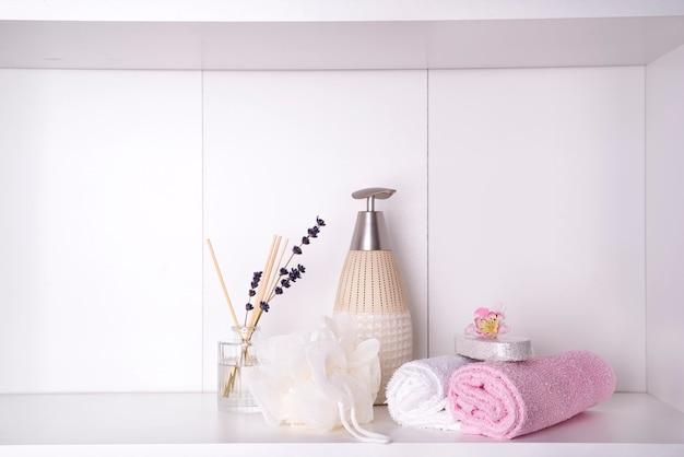 Spa- en wellness-instelling met handdoeken. dayspa natuurproducten Premium Foto
