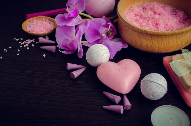 Spa- en wellness-omgeving met natuurlijke zeep Premium Foto