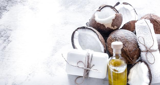 Spa stilleven van biologische cosmetica met kokosnoten Gratis Foto