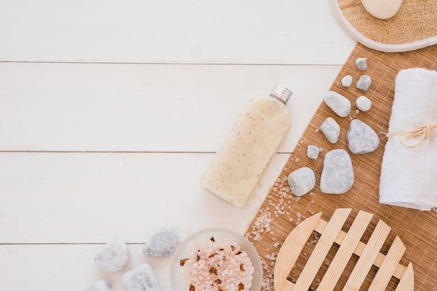 Spa werktuigen op houten tafel Gratis Foto