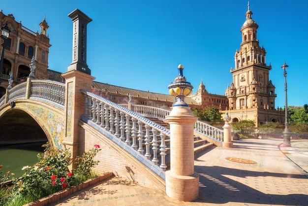 Spaans vierkant plaza de espana in sevilla in een mooie de zomerdag, spanje. Premium Foto