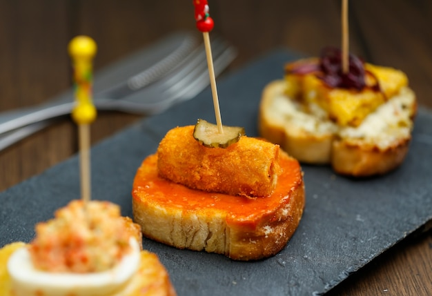 Spaanse snack tapas foto gratis download