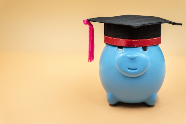 Spaarvarken met een graduatie glb. Premium Foto