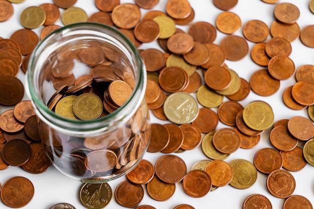 Sparen geld en rekeningbankwezen voor financiën bedrijfsconcept Premium Foto