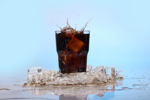 Spatten koud cola drinken Gratis Foto