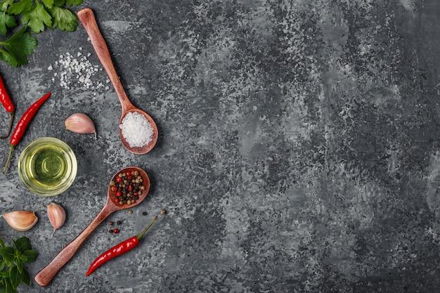 Specerijen met kruiden en olijfolie Premium Foto