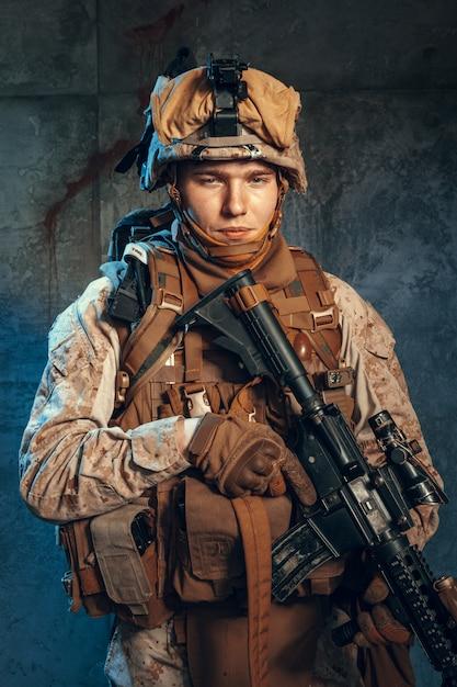 Special forces verenigde staten soldaat of particuliere militaire aannemer bedrijf geweer. Premium Foto