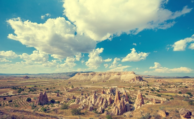 Spectaculaire rotsformaties in cappadocië Premium Foto