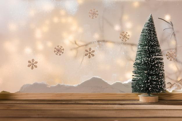 Houten Tafel En Bank.Speelgoed Fir Tree Op Houten Tafel In De Buurt Van Bank Van Sneeuw