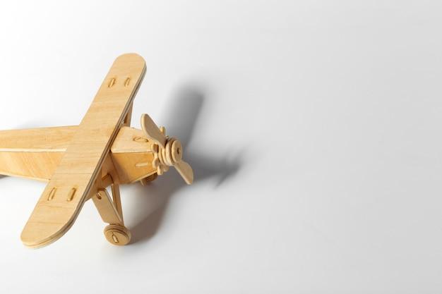 Speelgoed vliegtuig geïsoleerd Premium Foto