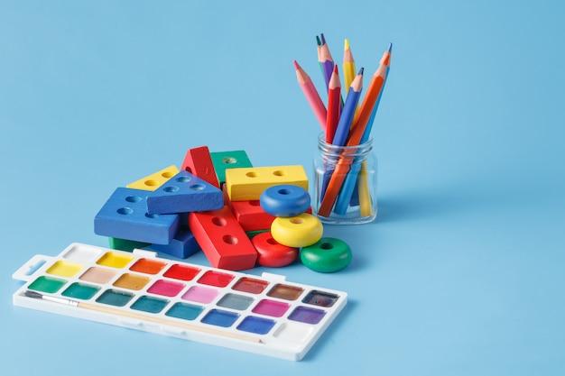 Speelgoed voor kinderen om te leren voor vaardigheden Premium Foto