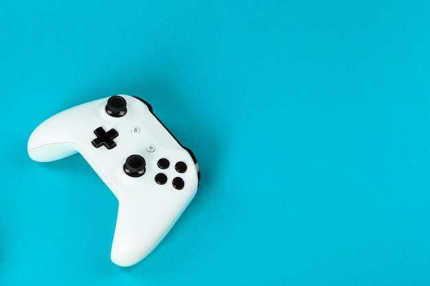 Spelconcept, joystick op kleur, Premium Foto