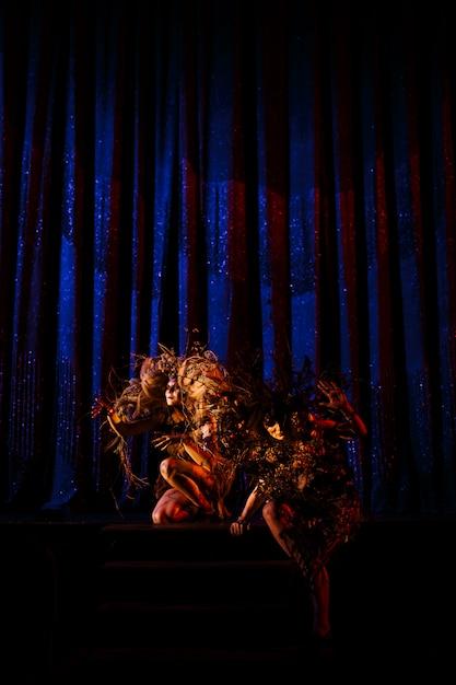 Spookvrouwen, geesten van het theater, voor de scènes op het podium van het theater. Premium Foto