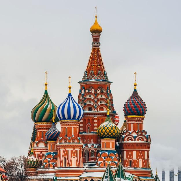 St basil's kathedraal op het rode plein, moskou, rusland. winter dag Premium Foto