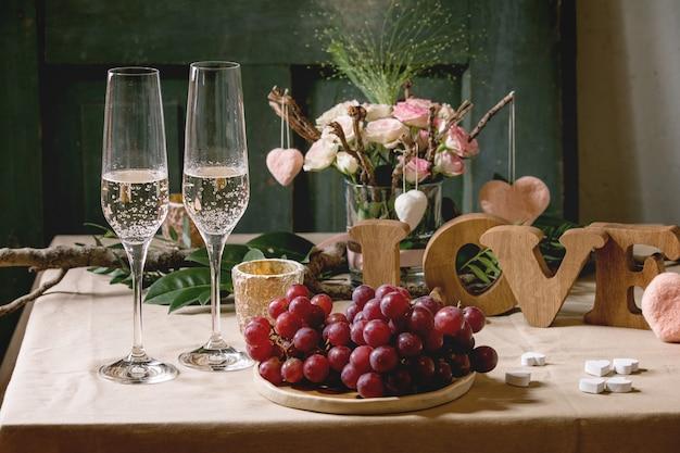 St. valentijnsdag tabel instelling Premium Foto