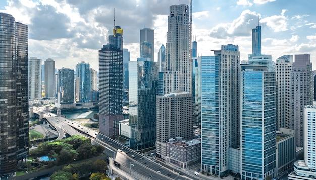 Stad van chicago downtown wolkenkrabbers en lake michigan stadsgezicht, illinois, usa Premium Foto