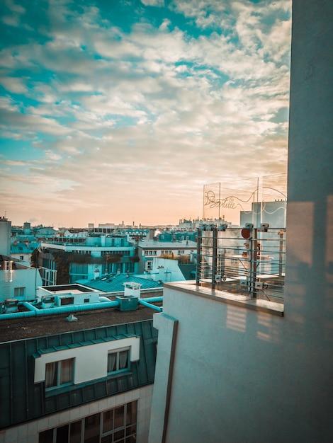 Stadsgebouwen tijdens gouden uur Gratis Foto