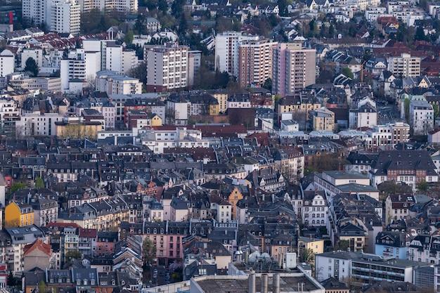 Stadsgezicht met veel gebouwen in frankfurt, duitsland Gratis Foto
