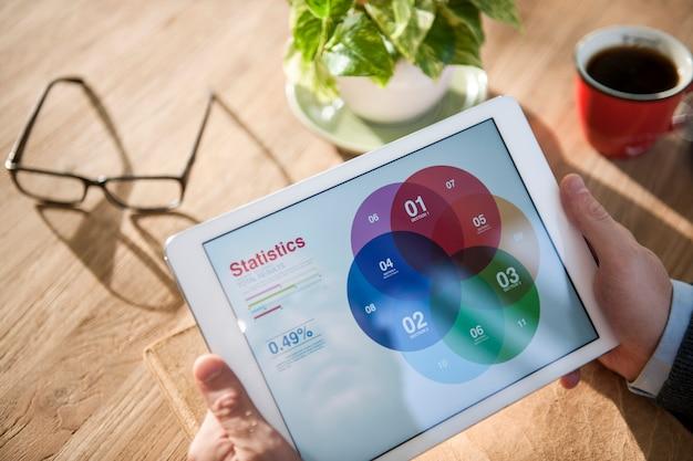 Staistics bedrijfsstrategie planning onderzoek digitaal tabletconcept Gratis Foto