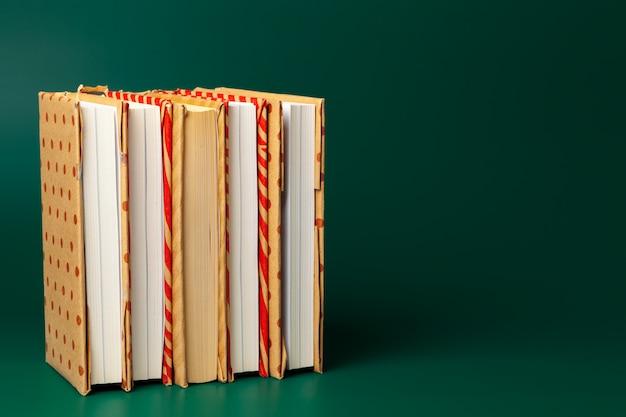 Stapel boeken en copyspace Premium Foto