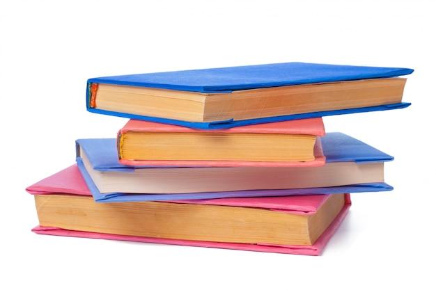 Stapel boeken op wit wordt geïsoleerd Premium Foto