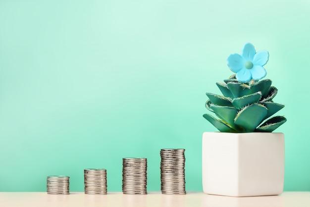 Stapels munten met bloem in pot. investeringsgroei concept. Premium Foto