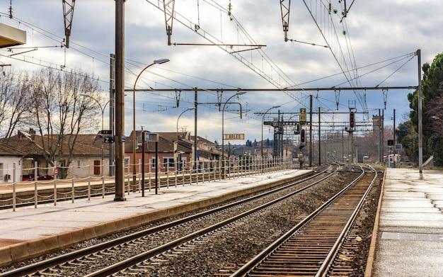 Station van arles in frankrijk Premium Foto