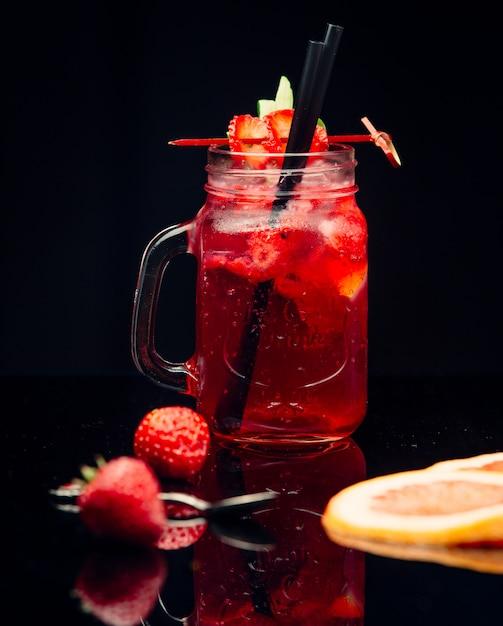 Stawberrysap in glazen pot Gratis Foto